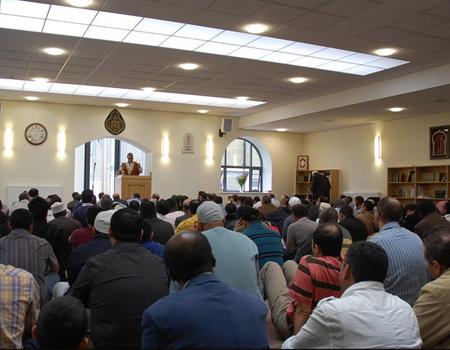 Jemaah di salah satu mesjid di Inggris
