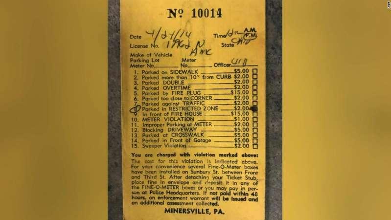 Tiket No. 10014 ditulis pada 1974 untuk parkir di zona terlarang, denda itu $ 2